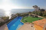 Corniche garden and pool