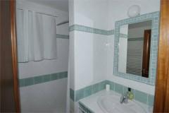 Esquieres-P bathroom 2.