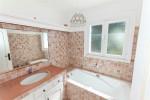 La Garrigue bathroom 1