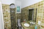 La Garrigue bathroom 2