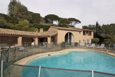 Mourila pool and house 1