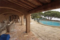 Mourila roofed terrace and pool