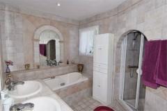 Mourvedre bathroom