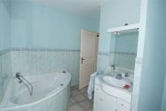 Tumulus-P bathroom 2.